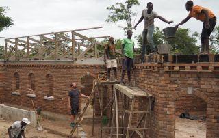 Teamwork auf der Baustelle in Sovim