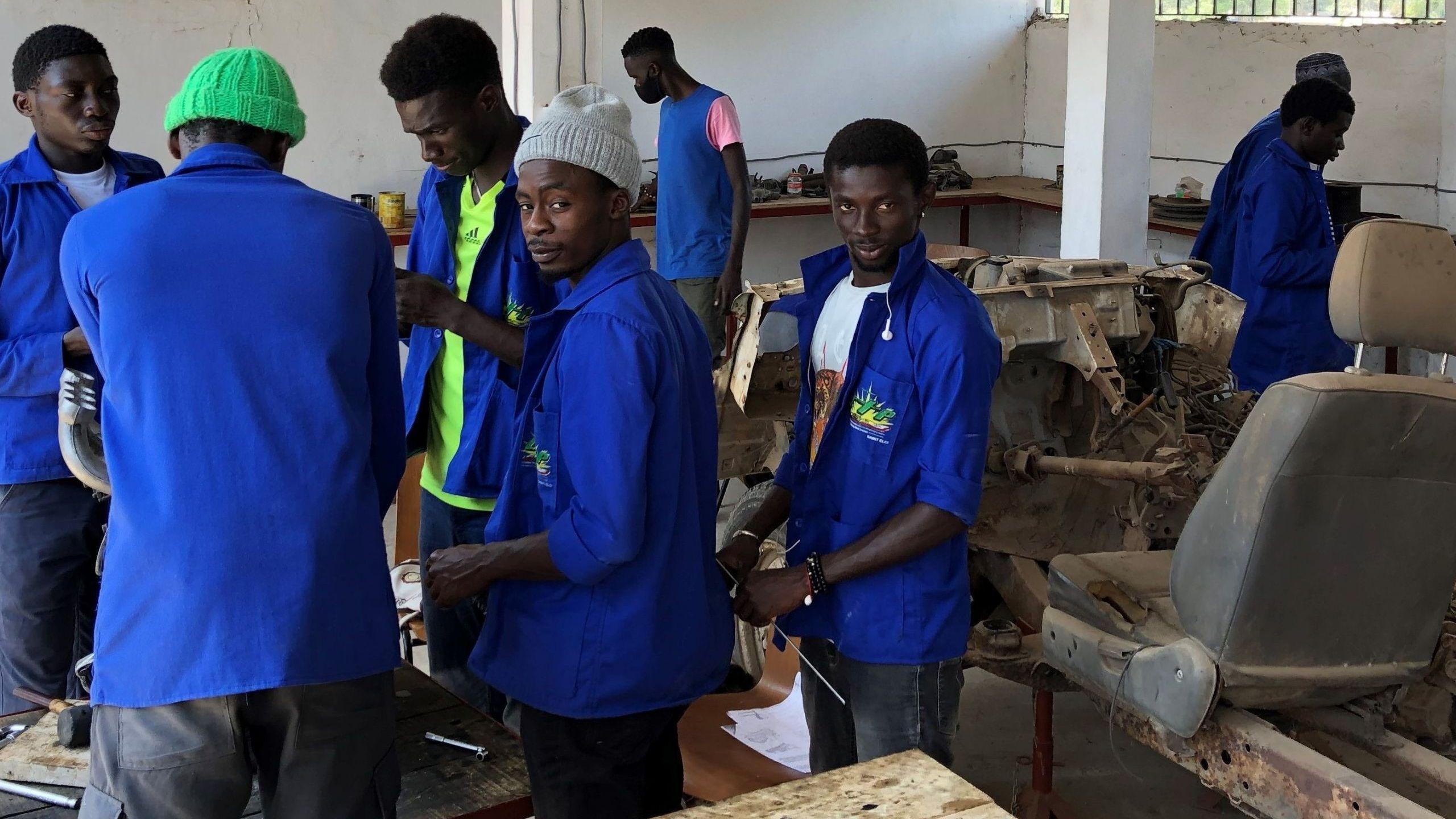 Die Auszubildenden der Berufsschule St. Eloy erhalten bei uns praktischen Unterricht